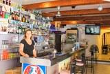 Carine cafe de la tour tour d'Aigues