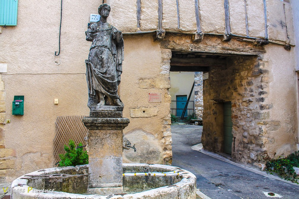 Fontaine de la Jeanne - La Bastide-des-Jourdans