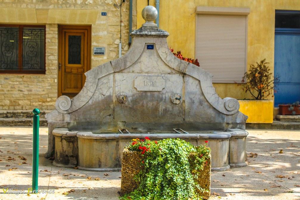 Fontaine du cours - La Bastide-des-Jourdans